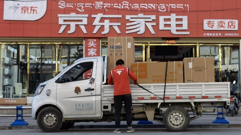 劉強東帶領京東奔赴西藏地區,為當地藏民帶去暖心服務