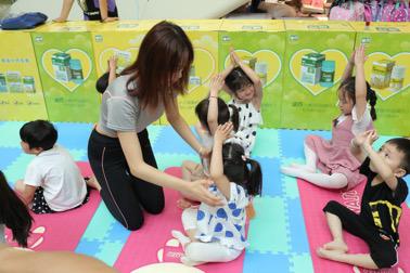 孩子们正不同任务区中愉快玩耍3.png